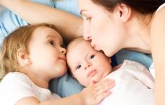 Managing a Toddler While Breastfeeding a Newborn