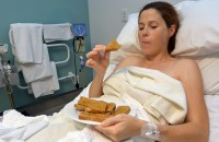 Eating While In Labor, Preggie Pals